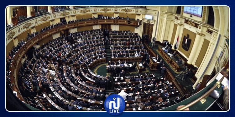 مصر: رئيس البرلمان يأمر بالتشويش على هواتف النواب