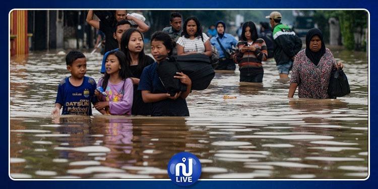 مقتل 31 شخصا ونزوح 14 ألفا في فيضانات إندونيسيا