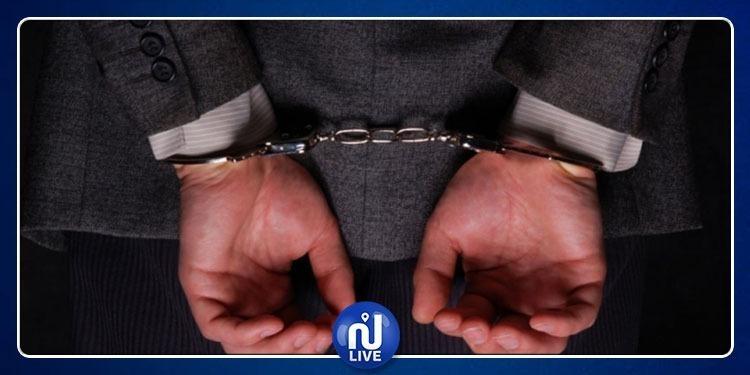 مقرين: القبض على عون بلدي متلبس بسرقة 70 بطارية من أحد المصانع