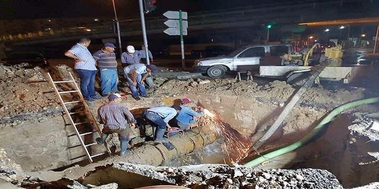 العاصمة: اصلاح العطب الطارئ على القناة الرئيسية لتوزيع المياه (صور)