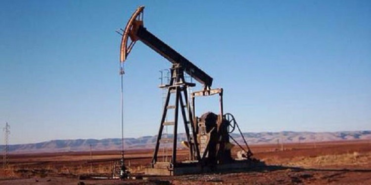 النفط يرتفع مع تفاؤل بشأن تخفيضات أوبك