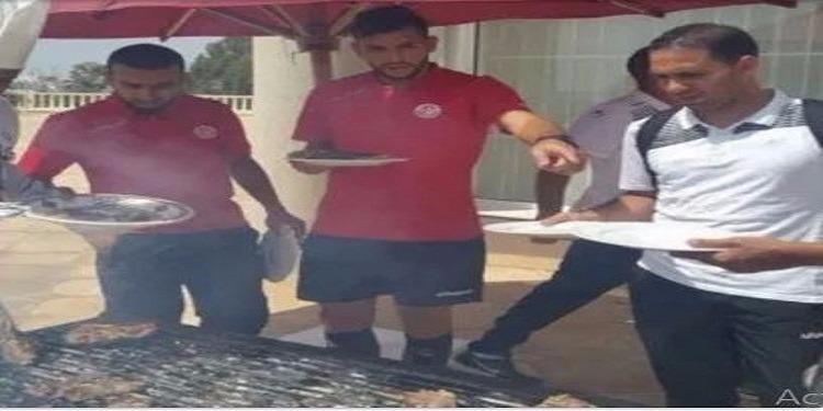 بعد تحقيقهم الإنتصار.. المنتخب التونسي يحتفل بعيد الإضحى