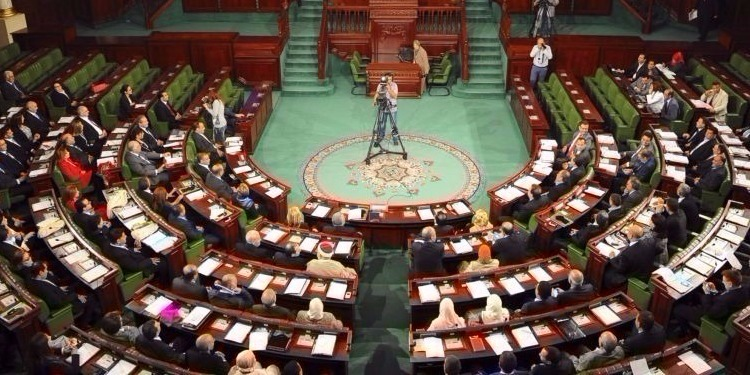 لجنة المالية توافق على خروج تونس إلى السوق المالية العالمية