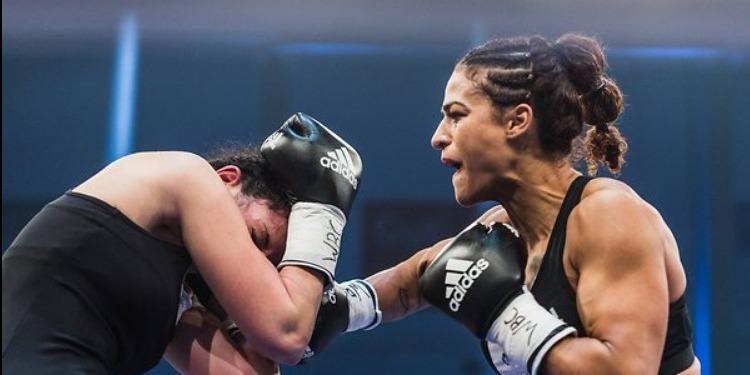 ملاكمة: البطلة التونسية إكرام كروات تُطيح بالأمريكية ''غلادناي''