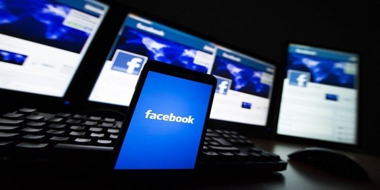 Ebranlé par les scandales, Facebook s'effondre en Bourse