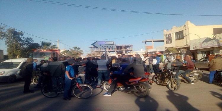 خلال احتجاجهم.. أهالي دوز يدعون الى اضراب عام يوم الاثنين القادم (صور)