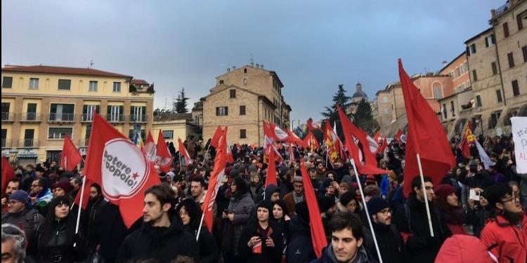 إيطاليا: عشرات الآلاف يشاركون في مسيرة ضد الفاشية