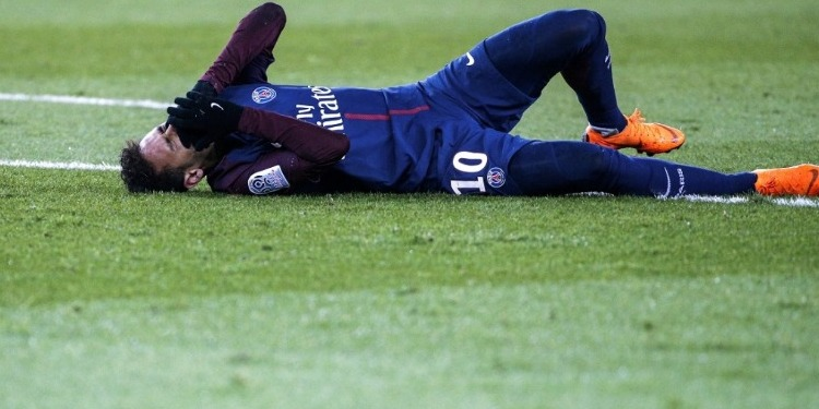 Neymar s'expose à une blessure grave face à Marseille