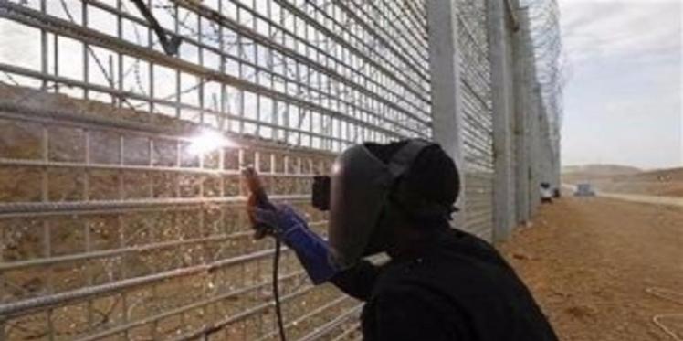 """الباجي قايد السبسي: """"سيتم تركيز السياج الإلكتروني على الحدود التونسية الليبية سنة 2016"""""""