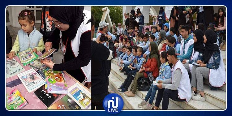 أولياء وأطفالهم يشاركون في تظاهرة القيروان تقرأ