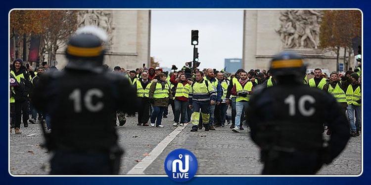 فرنسا: الشرطة تفرق 'السترات الصفراء' بخراطيم المياه و تعتقل 12 شخصا