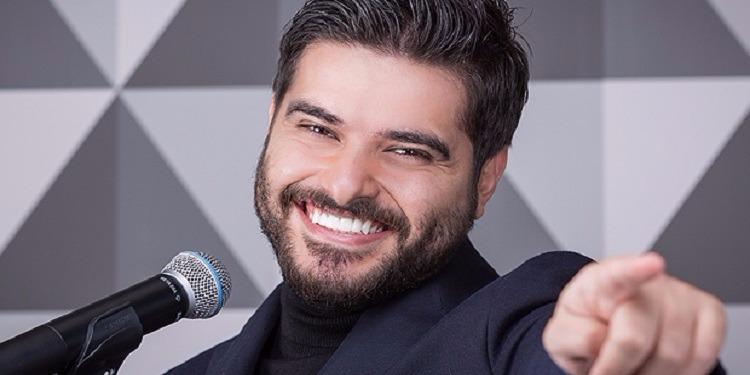في خطوة إستثنائية..  نجمة سورية تقتحم مسرح ناصيف وتقدم له هدية مميزة! (فيديو)