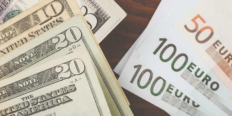 Recul du dollar face à l'euro…