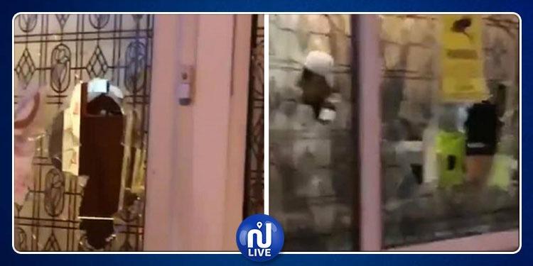 إعتداء ليلي على مسجد في بريطانيا بمطرقة ثقيلة (فيديو)