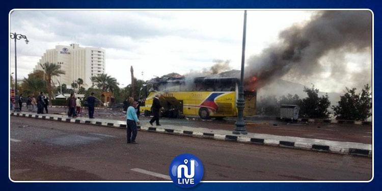 تفجير حافلة سياحية في مصر: مقتل سائحتين من فيتنام وإصابة 12 شخصا