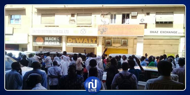 حظر تجول.. حالة طوارئ وإحتجاجات عارمة في السودان (فيديو)