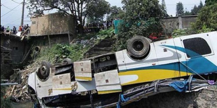 مقتل 27 شخصاً على الأقل وإصابة 18 آخرين في تحطم حافلة بإندونيسيا