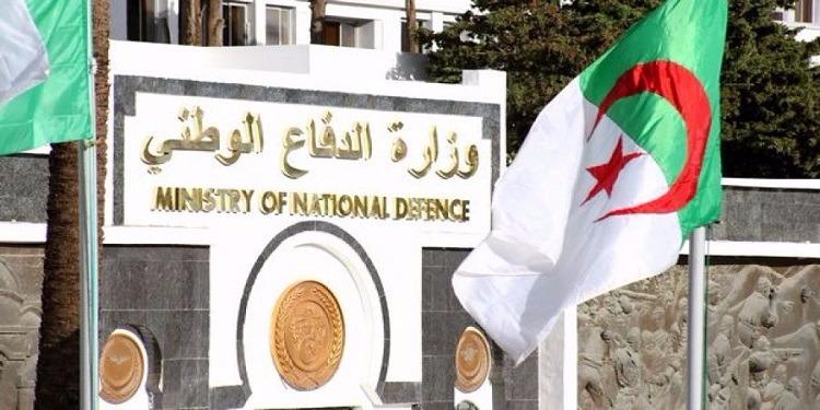 الجزائر :حجز صندوق ذخيرة يحتوي 700 طلقة نارية ومواد متفجرة