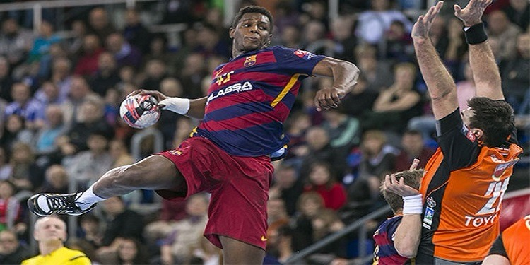 وائل جلوز يقود برشلونة لتحقيق فوز مهم في رابطة ابطال أوروبا لكرة اليد