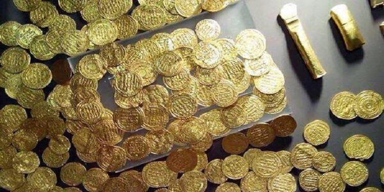 مصر: إحباط عملية تهريب 329 عملة معدنية أثرية لفرنسا (صور)
