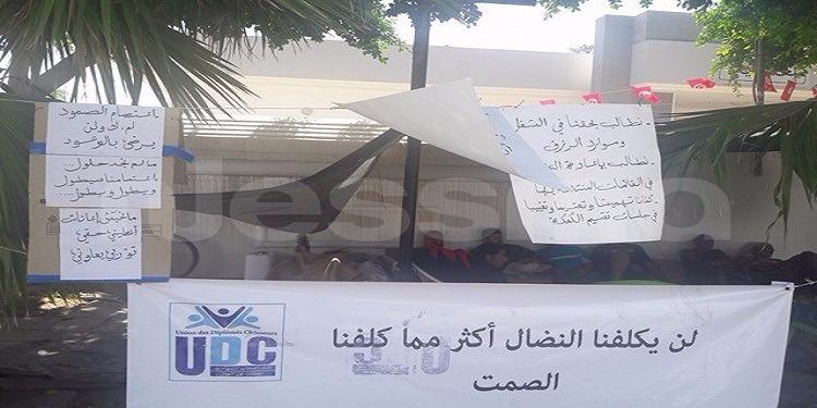 اعتصام مفتوح وإضراب جوع أمام معتمدية حاجب العيون للمطالبة بالتنمية والتشغيل (صور)