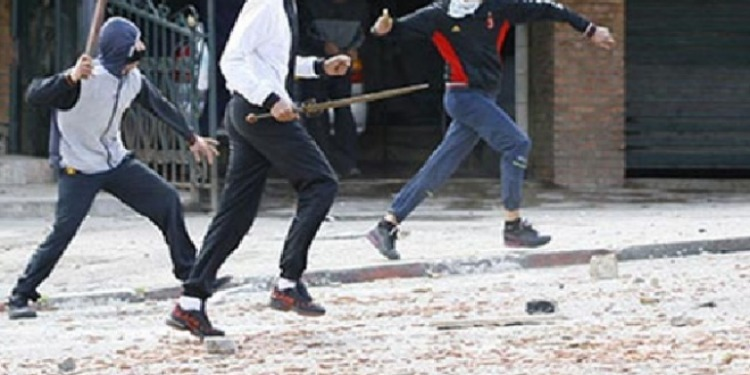 حمام الأنف: خلاف بين شابين يتحول إلى معركة بالأسلحة البيضاء بين أكثر من 20 شابا