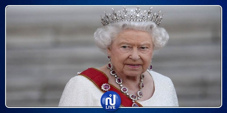 تعرف على سر الكدمة الزرقاء على يد الملكة إليزابيث (صور)