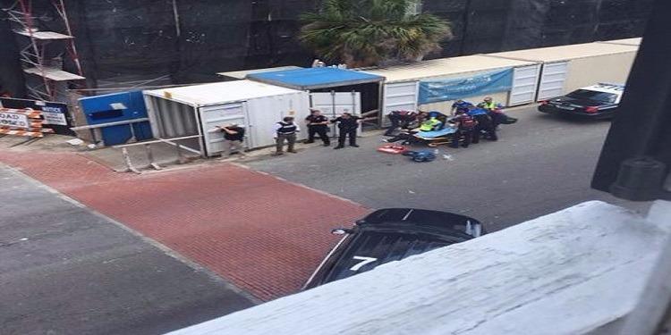 إصابة أحد الرهائن  المحتجزين من قبل مسلح داخل مطعم بشارلستون