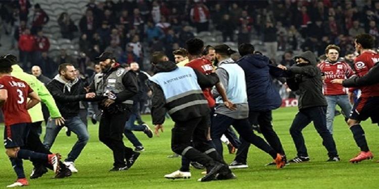 الرابطة الفرنسية لكرة القدم تفتح تحقيقا في إجتياح جماهير ليل لملعب فريقها (فيديو)