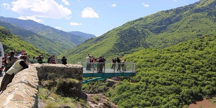 تركيا: الشرفة البلورية تستقطب آلاف السياح سنويا (صور )