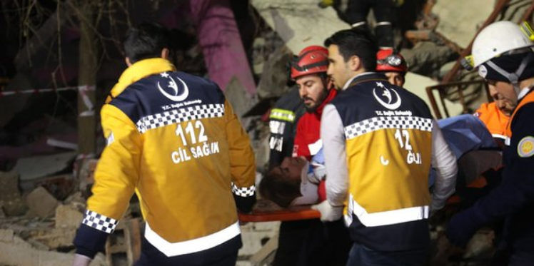 تركيا: 5 قتلى و39 جريحا في انفجار سيارة مفخخة