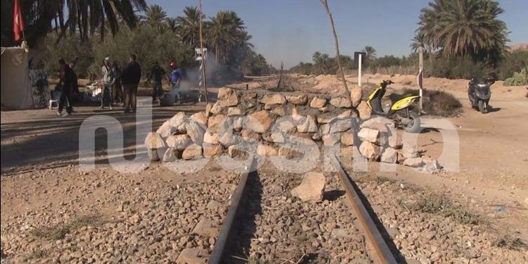 قفصة : محاكمة 13 شخصا بتهمة إيقاف نشاط السكة الحديدية ببناء جدار