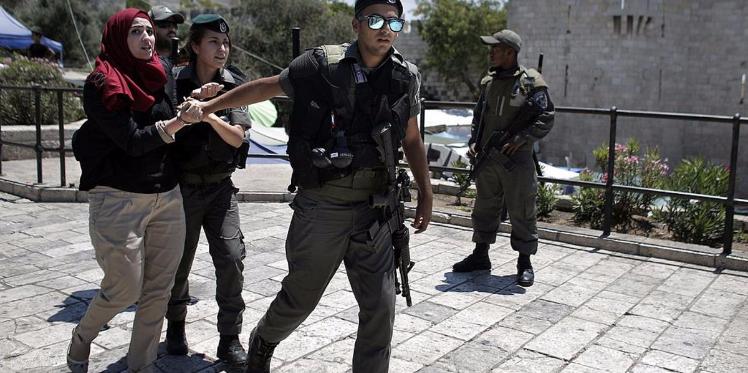 إسرائيل تعتقل تلميذتين فلسطينيتين