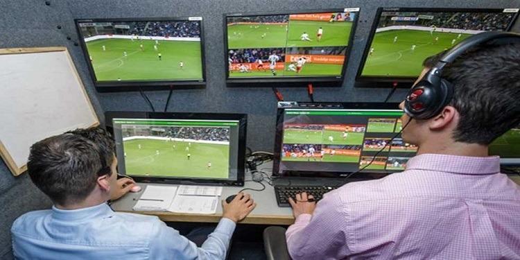جامعة كرة القدم تدرس إستخدام تقنية الفيديو في بقية مشوار البطولة