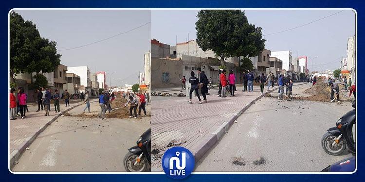 القيروان: مواطنون يحتجون ضد فساد أشغال تعبيد الطرقات