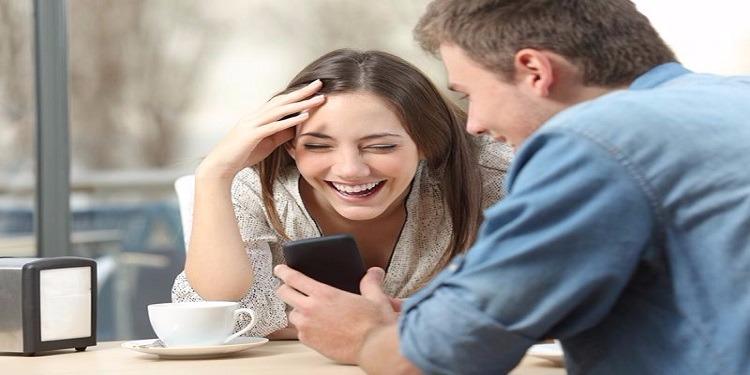 خبر سيئ للنساء..علامات تكشف كذبهن في الرسائل النصية