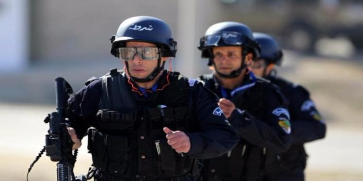 الجزائر : إعتقال 270 مغربيا في المطار