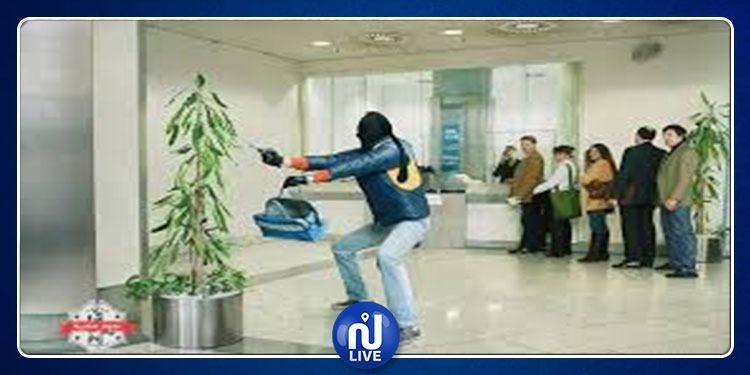الوردية: القبض على شاب حاول سرقة فرع بنكي