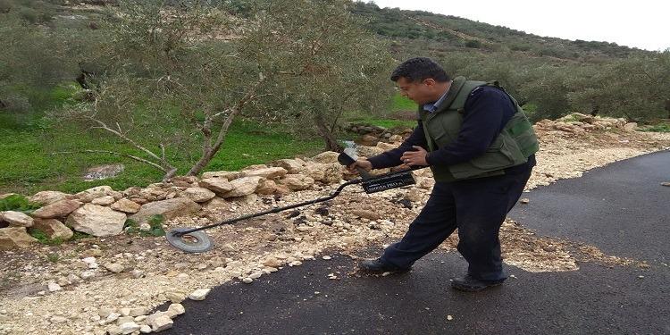 كشفها المطر.. عبوات ناسفةشديدة الإنفجار بين قرى فلسطينية (صور)